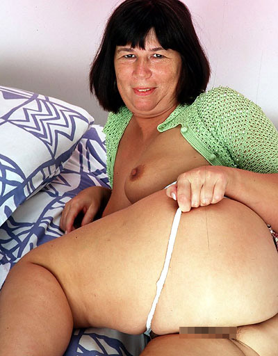 doesn't hurt heiße Oma anal Creampie here for